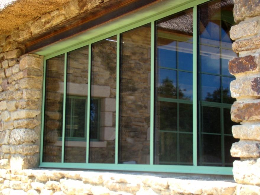 Grande fenêtre en acier