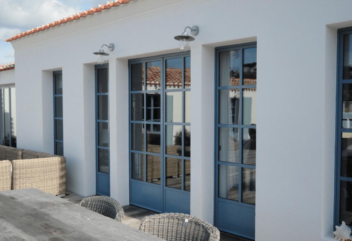 Porte-fenêtre en acier