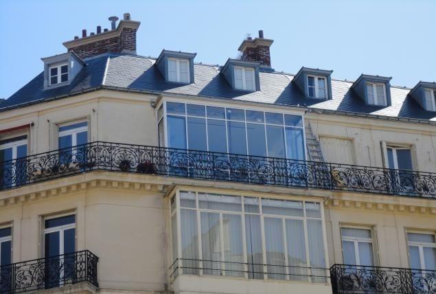 Bow-window sur un immeuble parisien
