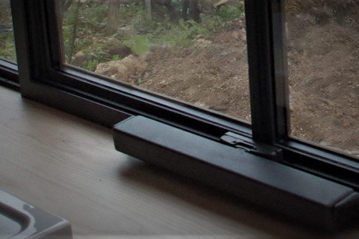 Fenêtre à l'italienne en acier motorisée