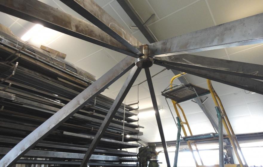 montage à blanc d'une verrière en acier